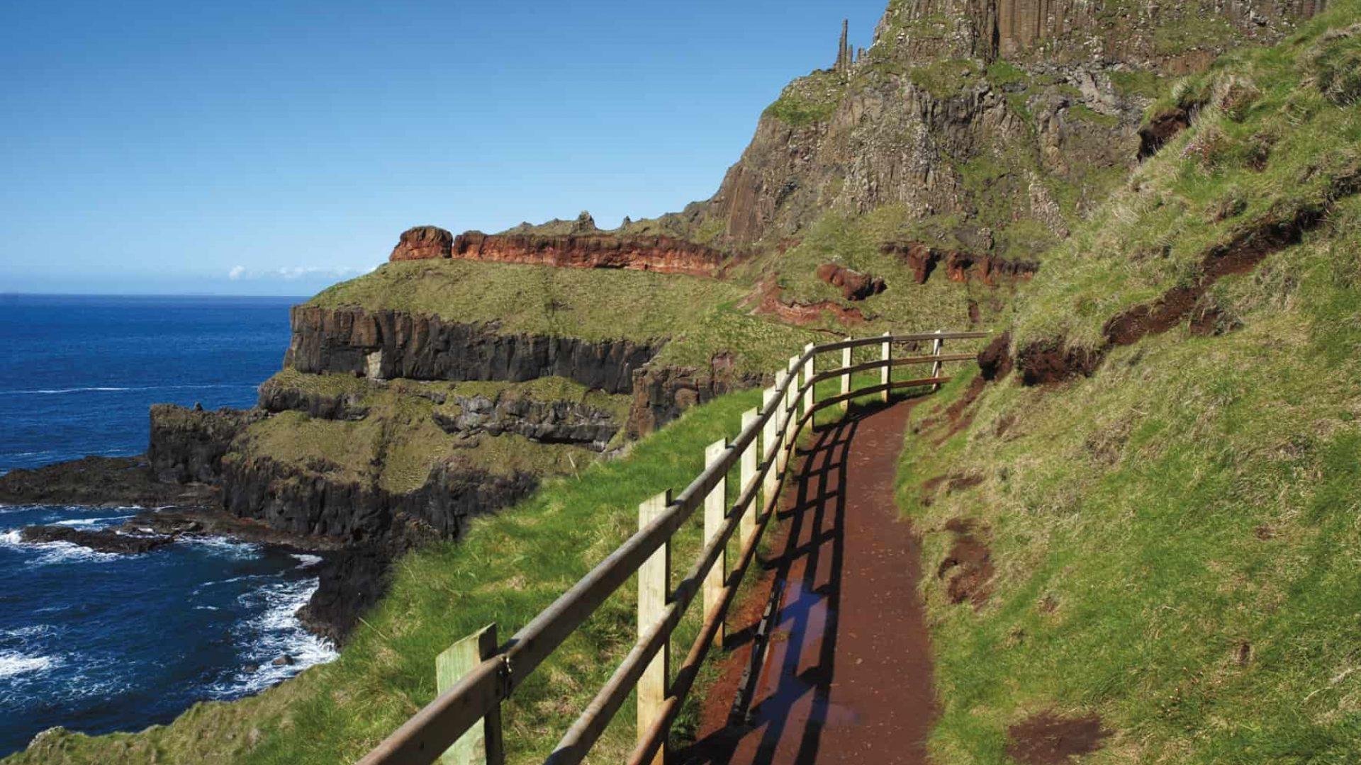 Wanderweg entlang der Nordirischen Küste